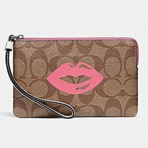 💋NWT COACH WRISTLET WITH LIPS MOTIF💋